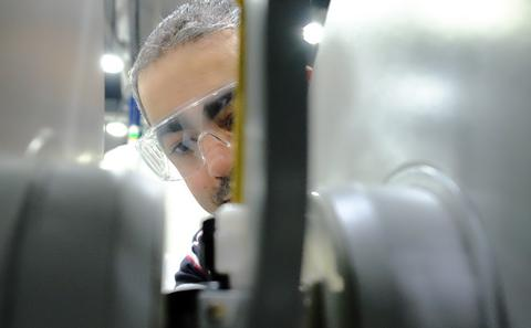 A researcher through the poles of a permanent magnet