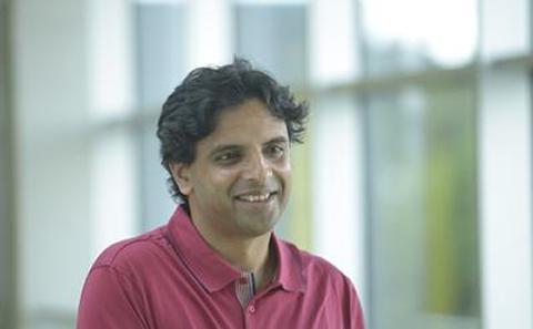 Dr Carlos Lobo