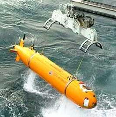 Long range, deep diving, autonomous underwater vehicle (AUV)