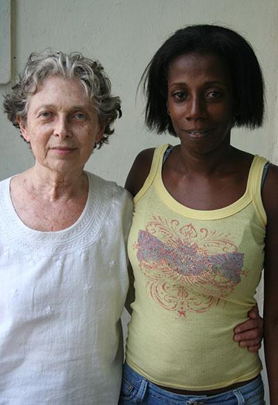 Elizabeth Dore with Yadira, narrator (Photographer Leonardo Hernández)