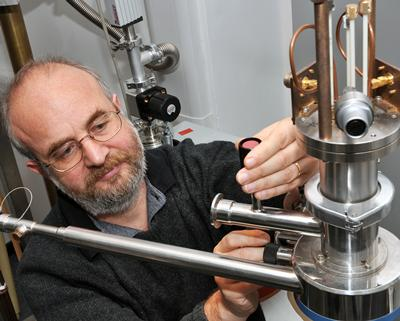 Researchers setting up a cryogenic NMR experiment