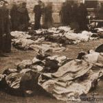 A photograph of the victims of anti-Jewish pogroms in Odessa, October 1905.