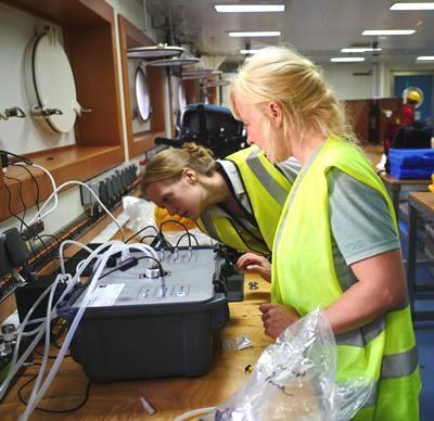 Fluorometer on research ship