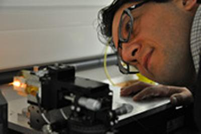 Gilberto mounting a fibre on the nanowire fabrication rig