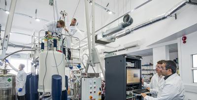 Researchers operating a DNP polariser