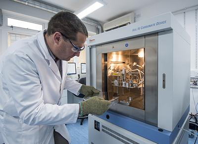 Sample loading on the Thermo Scientific Kiel IV Carbonate Device