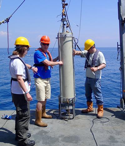 Marine Snow Catcher deployment to determine carbon export rates