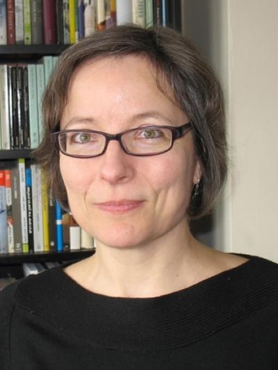 Portrait photo of Dr Andrea Schatz