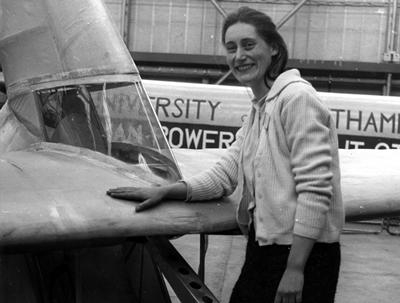Ann Marsden, SUMPAC engineer, with the aircraft Copyright ©RAeS