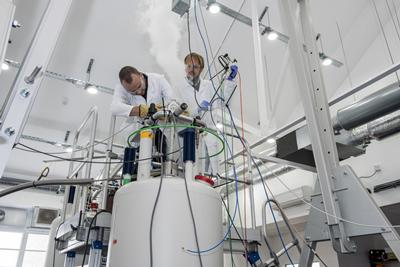 Researchers setting up a dissolution-DNP experiment