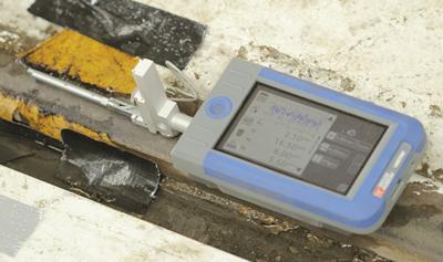 Surtronic S100 measuring leaf films on rail tracks