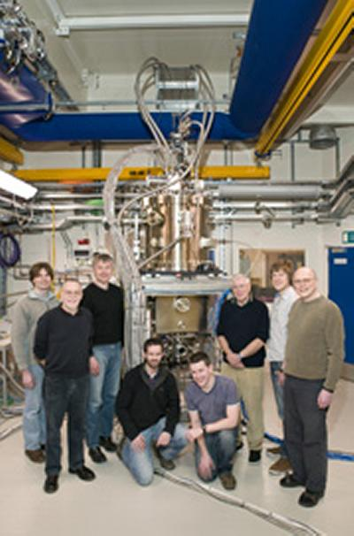 Peter de Groot (2nd left) and his team at Diamond Light Source