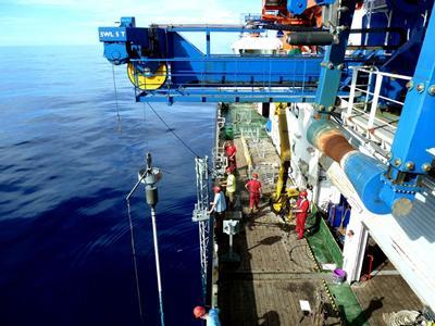 Coring deep sea sediments off NW Africa