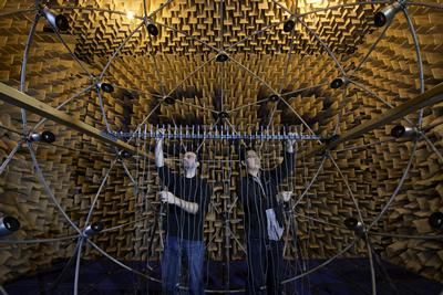 Experimental measurements with a multi-channel loudspeaker array