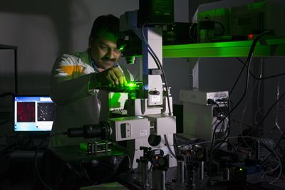 Dr Sumeet Mahajan and his group at the Institute for Life Sciences at Southampton are using gold nanoprobes to identify different types of cells