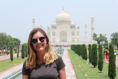 Julie Reynolds smiling for the camera in front of the Taj Mahal