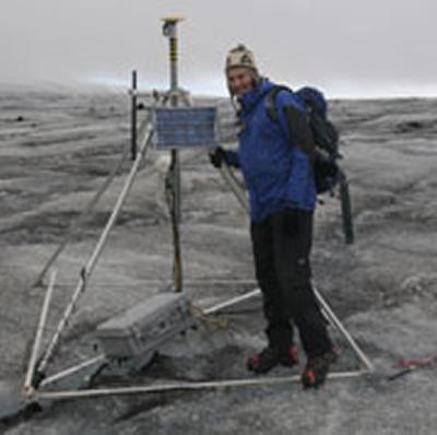 Kirk with the wireless sensor basestation on the Skalafellsjökull glacier