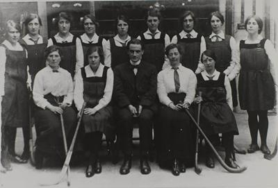 University College, Southampton women's hockey team, 1915.
