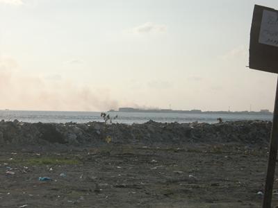 A view of Thilifushi landfill, Maldives