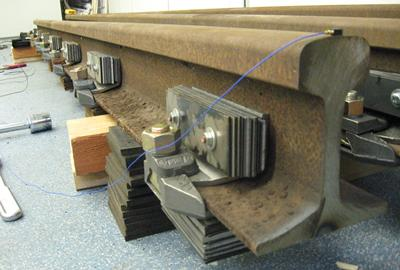 The method developed allows testing damping on finite rail length in laboratory.