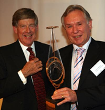Lord Alec Broers presents Professor David Payne with the Marconi Prize.