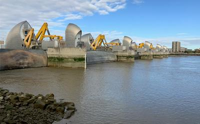 Test closure of the Thames Barrier