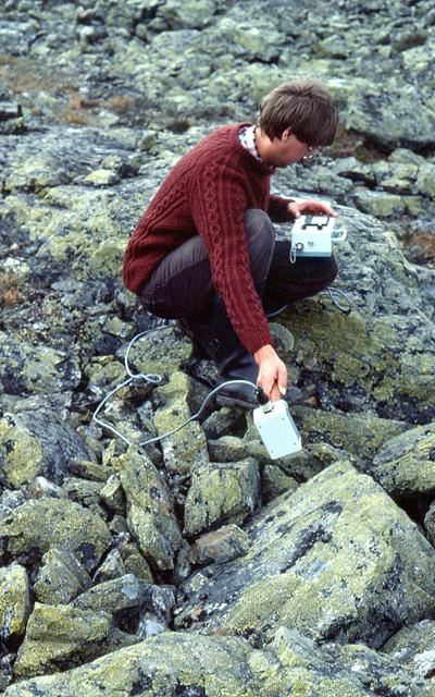 Measuring lichen reflectance on rocks with the MMR