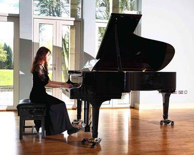 Marianne Yacoub performs in Showcase on 29 January 2018