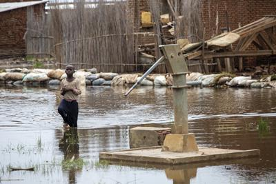 Child walks in floodwaters in Burundi. UNICEF