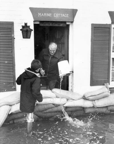 Flooding at Lymington on 18 December 1989, at the end of the long sequence of floods in December 1989 (Credit: Southern Daily Echo).