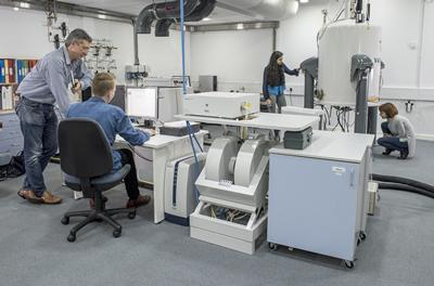Researchers working in the bioNMR laboratory