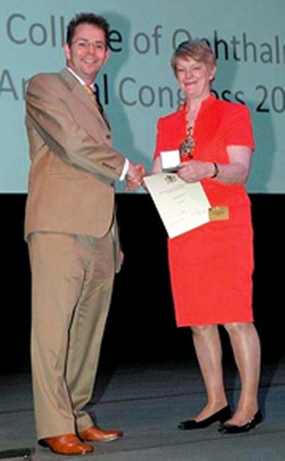 Professor Lotery is presented with the Royal College of Ophthalmologists' Nettleship medal.