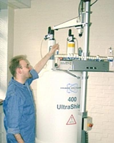 Neil submitting a sample