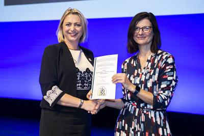 Dr Miriam Santer accepting the prize on behalf of the team from Professor Helen Stokes-Lampard, Chair of the RCGP