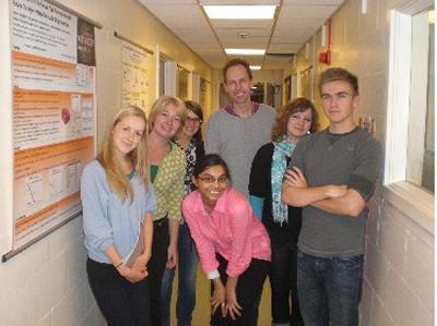students visit confocal lab