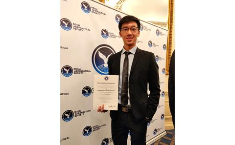 Lian Ming Goh with award