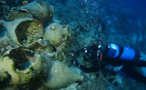 Diver measures amphoras