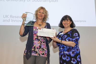 Denise Baden receiving ESRC prize