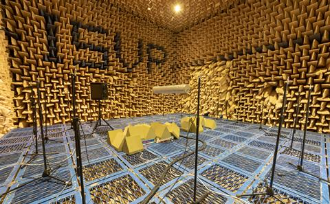Scattering body in anechoic chamber