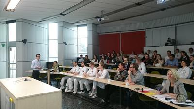 BM(EU) students presenting