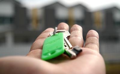 Holding key image