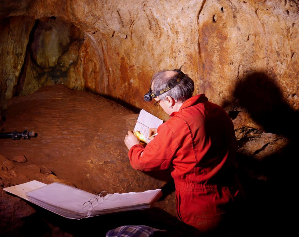 Professor Paul Pettitt (Durham University) in Maltravieso cave.