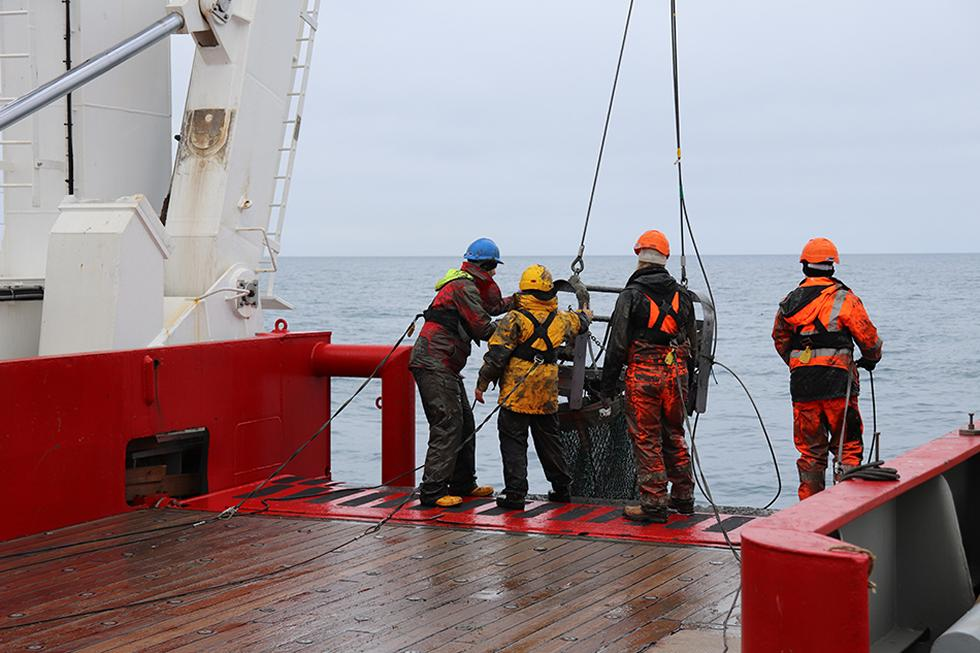 Bottom trawl retrieval