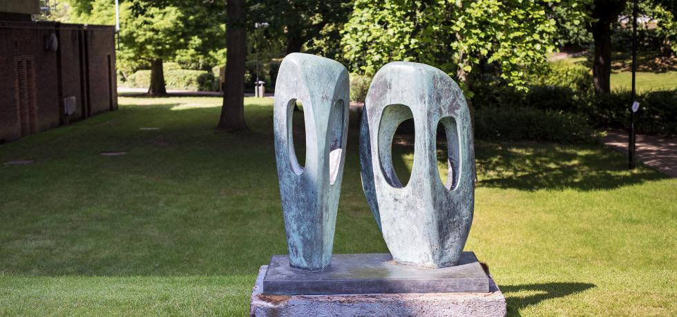 Barbara Hepworth, Two Forms in Echelon. Credit Thierry Bal