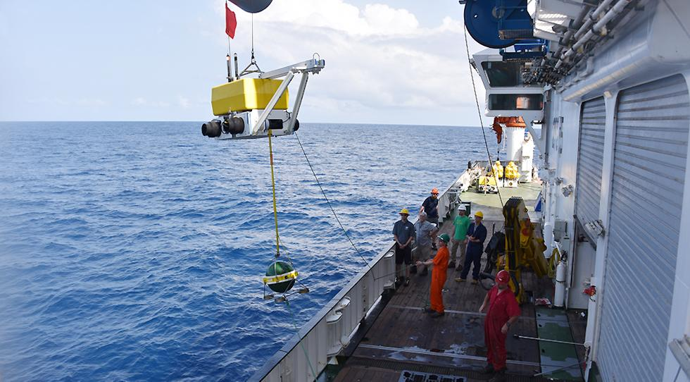 Two research cruises on the RV Langseth and RRV Discovery, the team deployed 39 seismometers at the bottom of the Atlantic