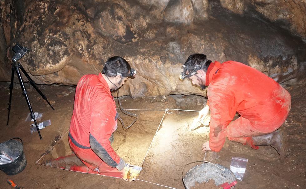 Dr Aitor Ruiz-Redondo and Dr Diego Garate excavate in Romualdova Pećina. Credit: Aitor Ruiz-Redondo