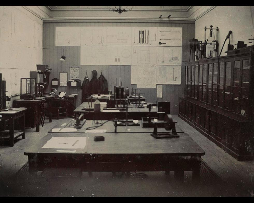 Laboratories: Laboratory facilities, 1900s