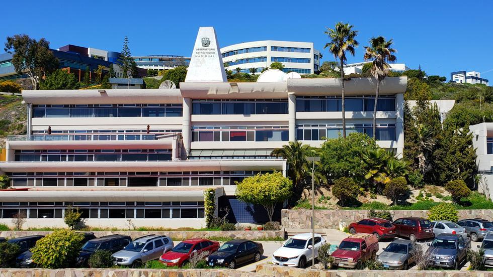 Instituto de Astronomía,UNAM (Ensenada)