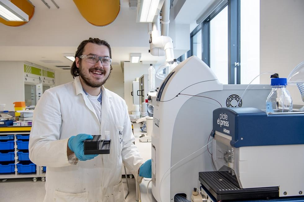 Student uses the mass spectrometer
