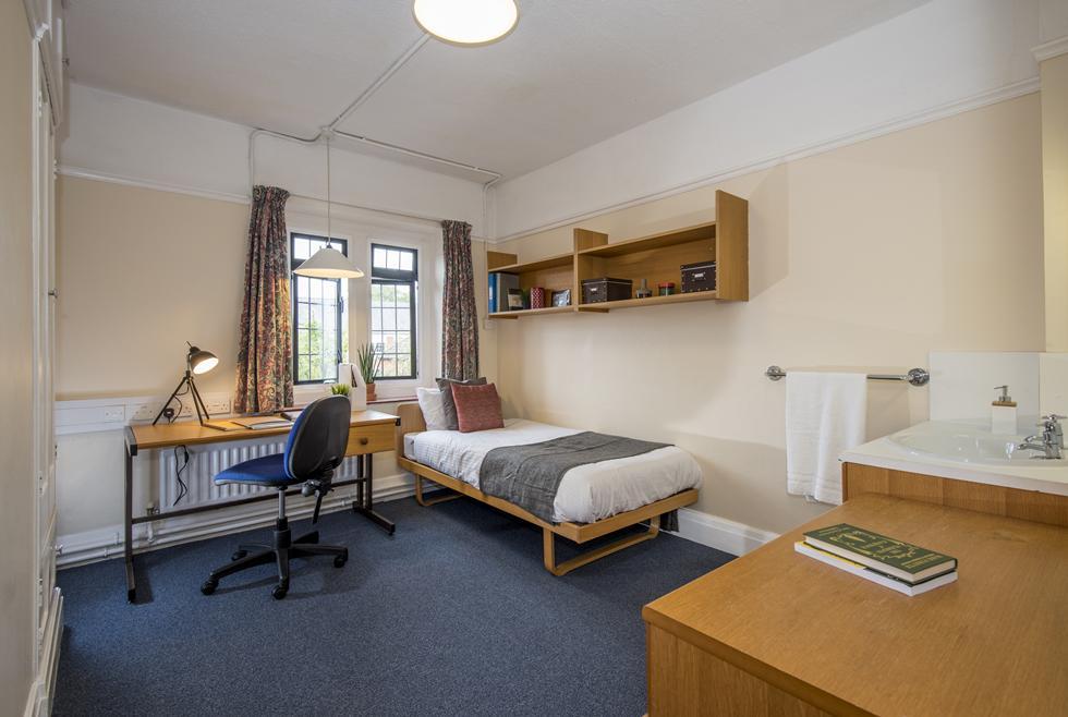 A non-en suite category 2 room